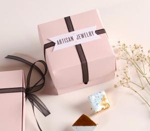 Jewelery box with bow